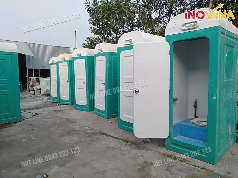 Nhà vệ sinh đơn chất liệu nhựa sạch bền bỉ.